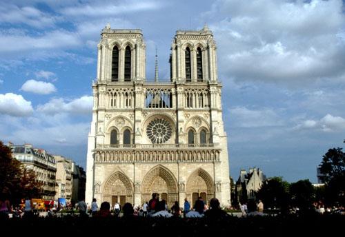 """Doanh số bán quyển """"Thằng gù Nhà thờ Đức Bà"""" tăng vọt trên Amazon France"""