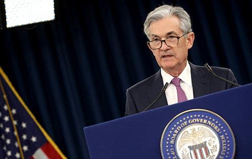 Ông Powell thừa nhận nguy cơ suy thoái gia tăng nhưng không đưa ra gợi ý về các động thái lãi suất cho tháng Chín