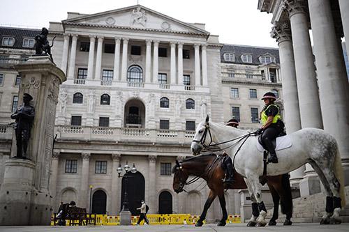 Ngân hàng Anh giữ lãi suất ổn định khi nước Anh lèo lái qua những lo sợ làn sóng lây nhiễm thứ hai và các đàm phán Brexit