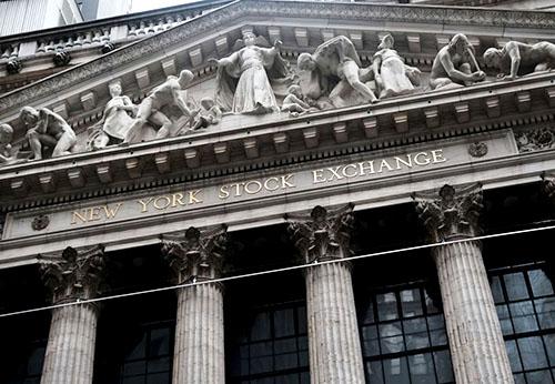 Chỉ số Dow trượt gần 200 điểm