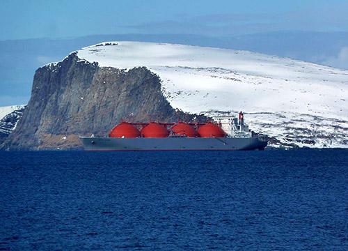 Chuyến đi đầu tiên quanh Bắc Cực trong tháng Hai gửi đi tín hiệu khí hậu đáng lo ngại