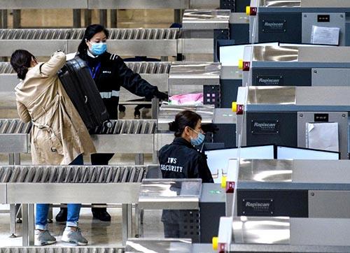 Thị trường Trung Quốc lao dốc khi các nhà đầu tư phản ứng với sự bùng phát của virus corona