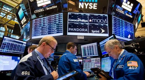 Dow Jones mất hơn 200 điểm khi lợi nhuận doanh nghiệp gây thất vọng