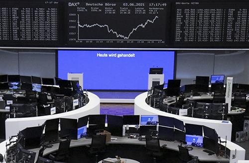Chứng khoán thế giới gần mức cao kỷ lục khi các nhà đầu tư chờ đợi Fed hành động ôn hòa