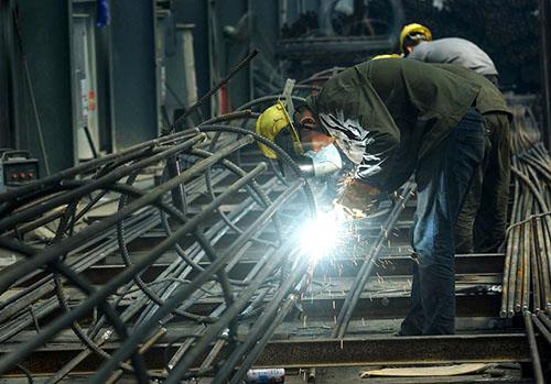 Các nhà máy của Trung Quốc đang sản xuất nhiều hơn nhưng nền kinh tế vẫn rất mong manh