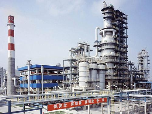 Hoạt động nhà máy lọc dầu Trung Quốc tăng mạnh sau thời kỳ phong tỏa