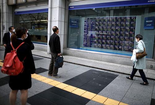 Dollar tăng nhẹ, chứng khoán châu Á trượt dốc vì căng thẳng Mỹ-Trung