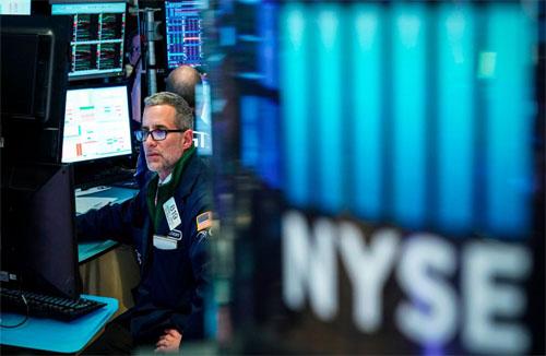 Chỉ số Dow lao dốc 400 điểm sau khi ông Trump lại đe dọa áp thuế lên Trung Quốc