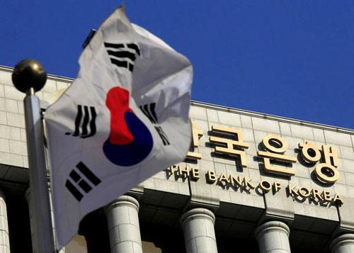 Ngân hàng Hàn Quốc giữ lãi suất ở mức thấp kỷ lục trong bối cảnh bất ổn