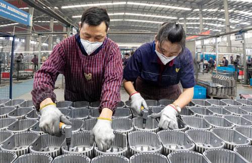 Lợi nhuận công nghiệp Trung Quốc giảm sâu nhất trong tám tháng