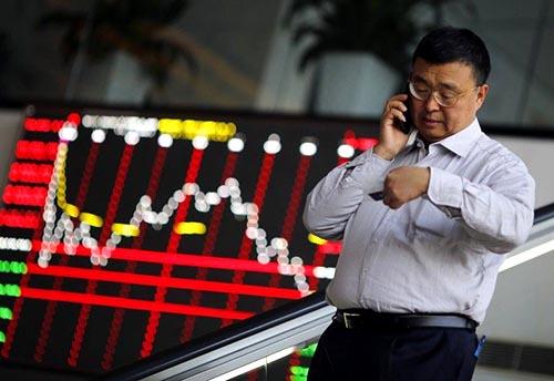 Chứng khoán giảm khi các bên giao dịch đặt câu hỏi về động thái tiếp theo trong cuộc chiến thương mại