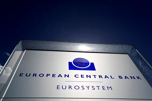 ECB: Các ngân hàng khu vực đồng euro bất ngờ giảm chuẩn tín dụng trong quý ba