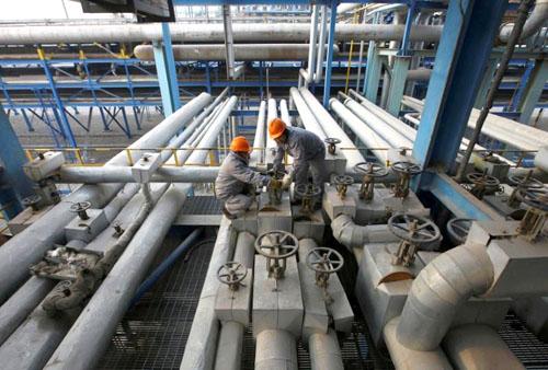 Giá dầu ổn định nhờ xuất khẩu của Saudi thấp, nhưng sản lượng dầu đá phiến Mỹ tăng đang hạn chế thị trường