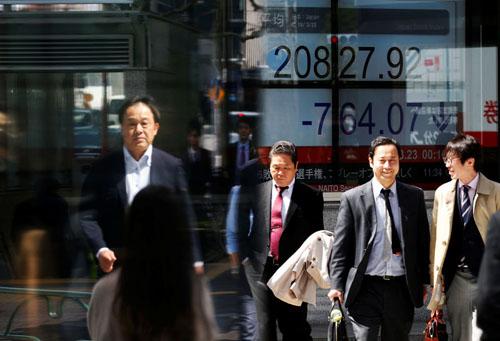 Cổ phiếu công nghệ châu Á dao động vì cảnh báo nhu cầu điện thoại, giá dầu gần các mức cao