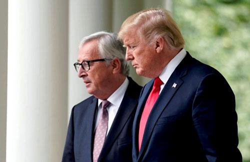 Chứng khoán châu Á tăng nhẹ sau khi ông Trump và ông Juncker hứa cắt giảm hàng rào thương mại