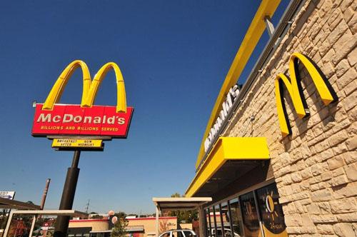 McDonald's sẽ bỏ ống hút nhựa ở Anh và Ireland