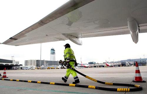 Giá dầu cao hơn đang ảnh hưởng đến lợi nhuận hãng hàng không