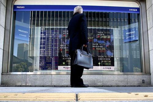 Cổ phiếu châu Á yếu ớt vì căng thẳng thương mại leo thang