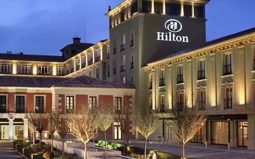 Gia tộc Hilton xây đắp đế chế khách sạn như thế nào?